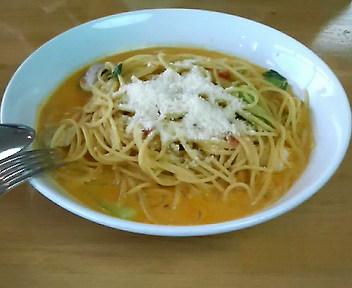 野菜とシーフードのトマトスパ