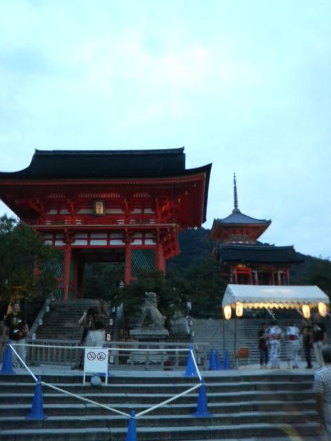 仁王門と三重の塔