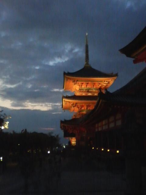 夕暮れと三重の塔