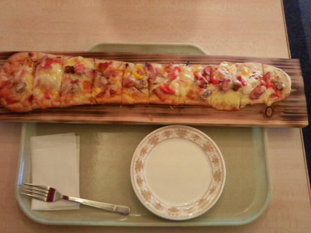 長いナンピザ